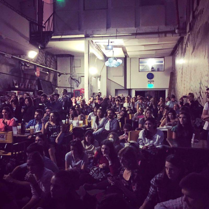 """Sala completa en la presentación de """"El síndrome de París"""" en el Matienzo (Buenos Aires)"""